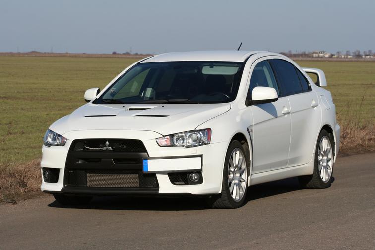Mitsubishi Lancer Evolution X image 2